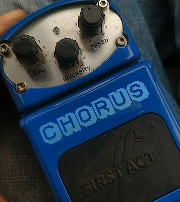 FIRST ACT MX520 ELECTRIC GUITAR analog  CHORUS PEDAL great value + tone