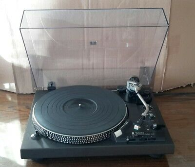 TECHNICS SL-1900 Fully-Automatic Direct-Drive Turntable