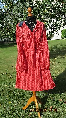 Marks and Spencer, élégante robe rouge, très chic ! Taille 46