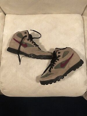 release date 66d0c 1fbe8 Vintage 90s Nike Caldera Hiking Boots Size 9 Tan Suede Magenta Swoosh 80s