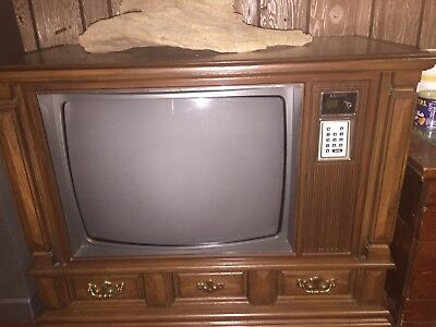 Zenith Vintage Console Television In A Wood Cabinet