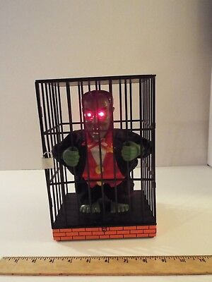 Halloween Motion Activated Sensor Green Dracula Vampire In Cage-Talks-Eyes Glow