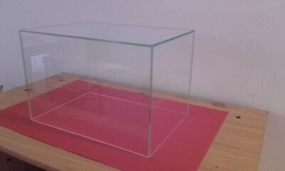 VITRINE CLOCHE DE PROTECTION  30x20x20