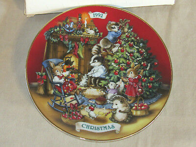 """AVON 1992 Christmas Porcelain Plate Sharing Christmas with Friends 8"""" MIB"""