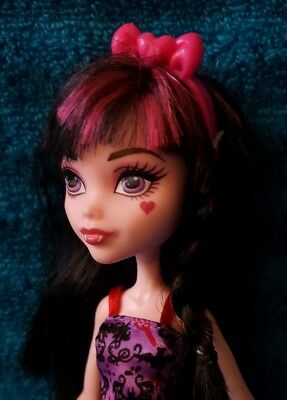Pretty Draculaura Monster High doll