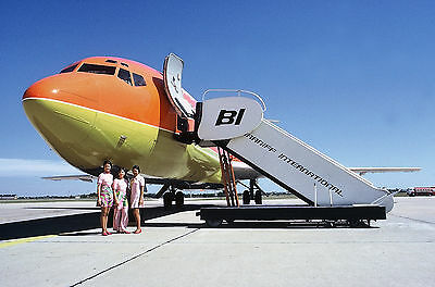 "Braniff Airways Boeing 727-100 ((8.5""x11"")) Print"