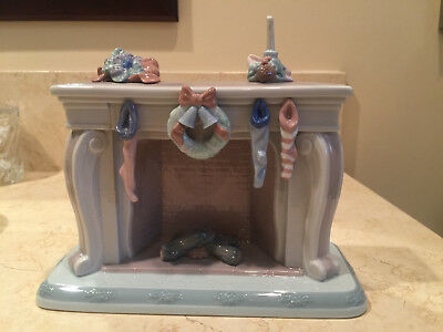 """Lladro 6668 Fireplace """"The Night Before Christmas"""" Collection"""