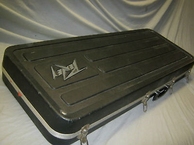 80's PEAVEY GUITAR CASE - made in USA - fits STRATOCASTER