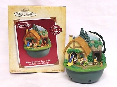 Hallmark Keepsake Ornament Disney's Snow White & 7 Dwarfs 2004 Music and Motion