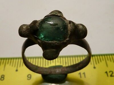 2712	Ancient Roman bronze ring with a green glass 19 mm