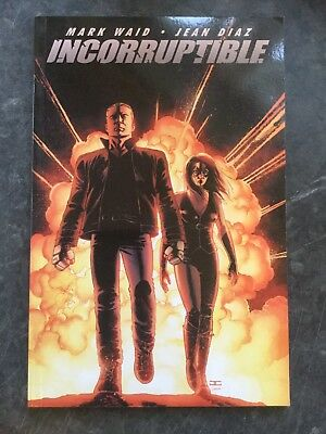 Incorruptible, Volume 1 - Paperback Mark Waid 2010-05-13