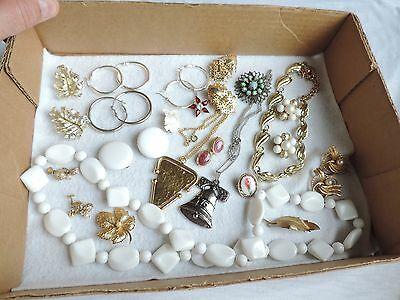 Vintage Jewelry Lot Necklaces Earrings Brooch Brooches Pins & More (ab703)