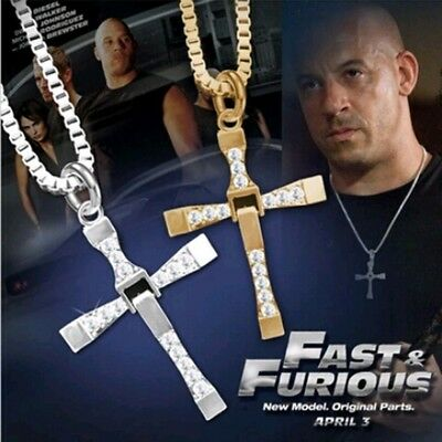 CRUZ COLGANTE DE FAST AND FURIOUS DORADA 50 X 45 mm VIN DIESEL DOMINIC TORETTO