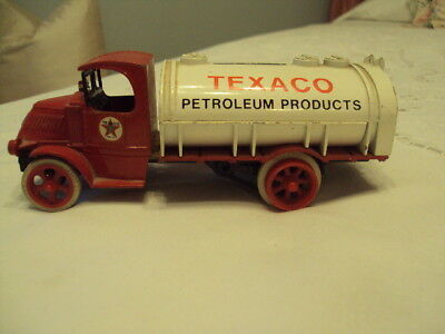 Vintage Texaco Petroleum Product Truck  die Cast Replica 1926  Bull Dog