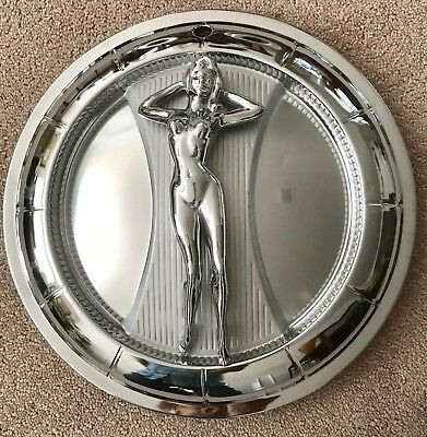 Naked lady hub cap