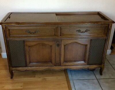 Vintage French Provincial Cabinet Magnavox Record Player AM/FM Radio Console