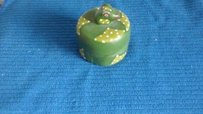 """Vintage Unique Hand made Collectible Hand Painted Frog Trinket Box 3.25"""" round"""