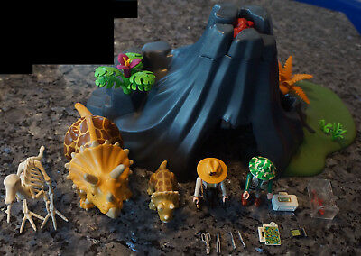 Playmobil set 4170 Adventur Triceratops with baby, Triceratops mit Baby & Vulkan