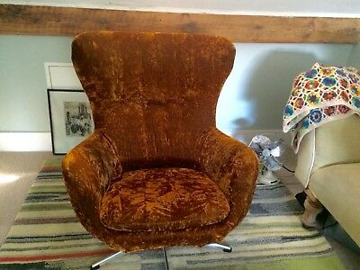 Vingtage 1970's ''egg style'Velvet swivel chair
