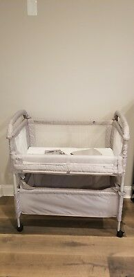 Arms Reach Concepts Clear-Vue Co-Sleeper Bassinet in Grey