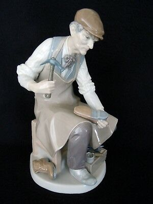 LLADRO LARGE FIGURINE COBBLER AT WORK - PURCHASED IN SPAIN 1970's - GLOSS FINISH