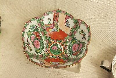 """Beautiful vintage Famille Rose painted Fruit Bowl in great condition 8 3/4"""""""