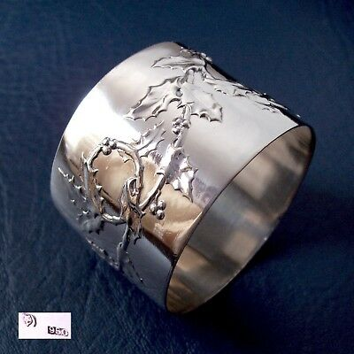 Beautiful antique Holly design solid silver napkin ring. 58 grs. 950 silver !