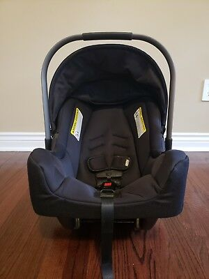 Nuna pipa infant car seat and Base In Black  Color