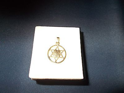 18Ct Yellow Gold Star Of David Pendant With 2 Tablets In Center (In Gift Box)