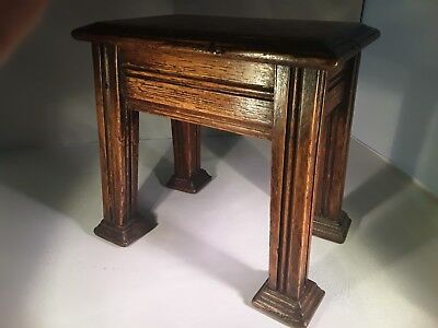 Circa 1910 a lovely antique solid oak original Arts and Crafts fireside pedestal