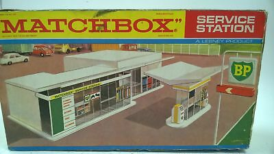 Vintage Lesney Matchbox Bp Service Station And Forecourt Boxed #577