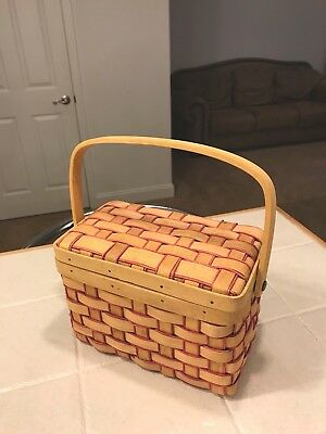 Vintage Country Style Wicker Woven Small Basket With Hinged Lid And Handle Fruit