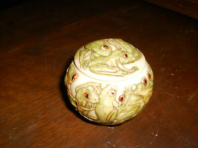 "Jardinia by Hopscotch,frog cluster round dish w/lid, in French ""Every frog meets"