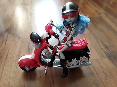 Monster High Ghoulia Yelps Roller Scooter