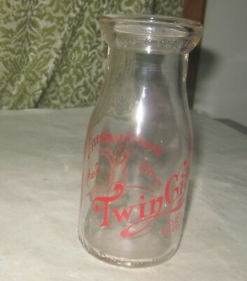 948Th-1 Twin City Dairy Products Half Pint Red Pyro Milk Bottle With Baby On Rev