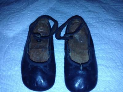 Antique girls Mary Jane Leather Black Shoes strap around the top of foot vintage