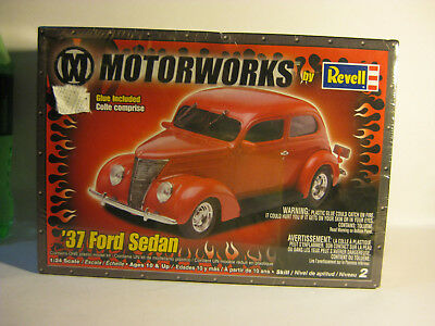 REVELL 1937 Ford Sedan skill level 2 factory sealed 1/25.Also glue in this kit.
