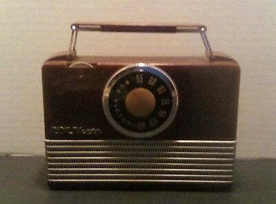 1950's RCA Victor Model B-411 Battery Operated Tube Radio Untested