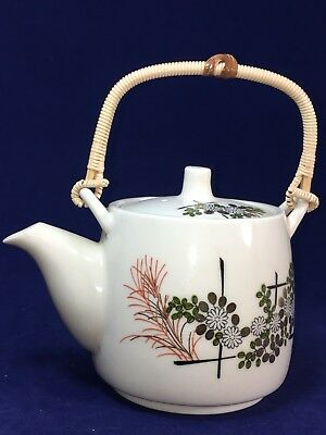 Vintage Japanese Chinese Hand Painted Porcelain TEAPOT. Beautiful Condition