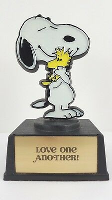 Snoopy WOODSTOCK Peanuts Aviva Trophy Love One Another 1972