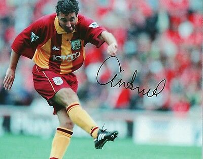 DEAN SAUNDER In Person Signed 10x8 Photo BRADFORD CITY Photo Proof COA