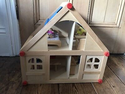 Wooden Dolls House With Furniture And Doll Family   Kids Christmas Gift