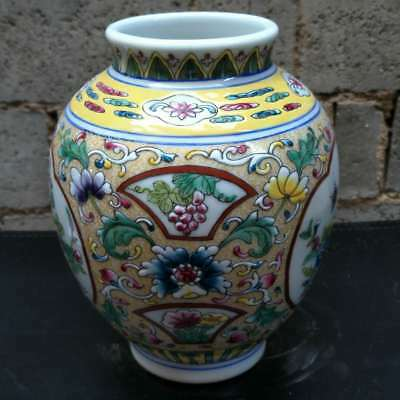 Chinese porcelain ,collectibles,The Blue and white Ancient  porcelain vase A2877