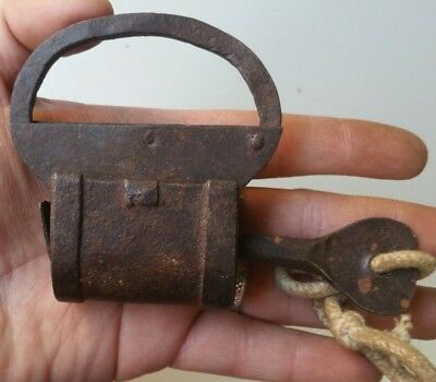 ANTIQUE OLD PADLOCK WITH KEY  FOUNDRY IRON XIX th CENTYRY 74x75mm  Ref:17