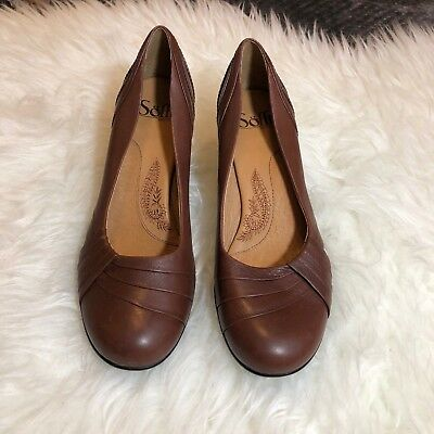 666ad73535d SOFFT Women s Pumps Brown Pleated Leather Heels Round Toe Pump Heel Sz 8 M
