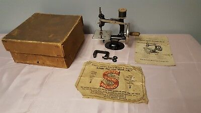 SINGER MODEL 20 ~ Miniature Childs Vintage Sewing Machine, Boxed & Instructions