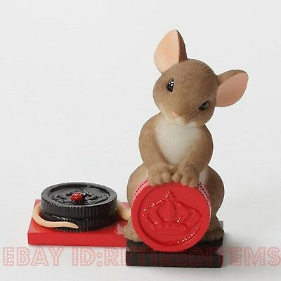 Nice Move CHARMING TAILS Mouse Playing Checkers Figurine Enesco tales Leaf Acorn