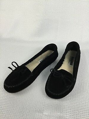 MINNETONKA Womens Size 6 M  Black Suede Slip on  Moccasins Shoes Sherpa Lined