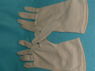 Vintage 1960S Gloves In Excellent Good Condition.
