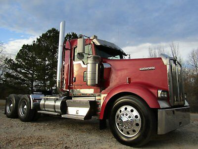 2005 Kenworth W900L Daycab Extended Cab New Head, Rod and Mains!!!